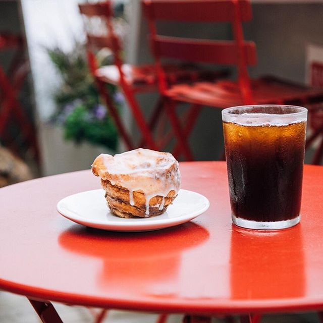 #repost want some of the best coffee in #chicago check out intelligentsia #intelligentsiacoffee #icedcoffee #cinnamonrolls #loop #asae18 #coffe #sogood