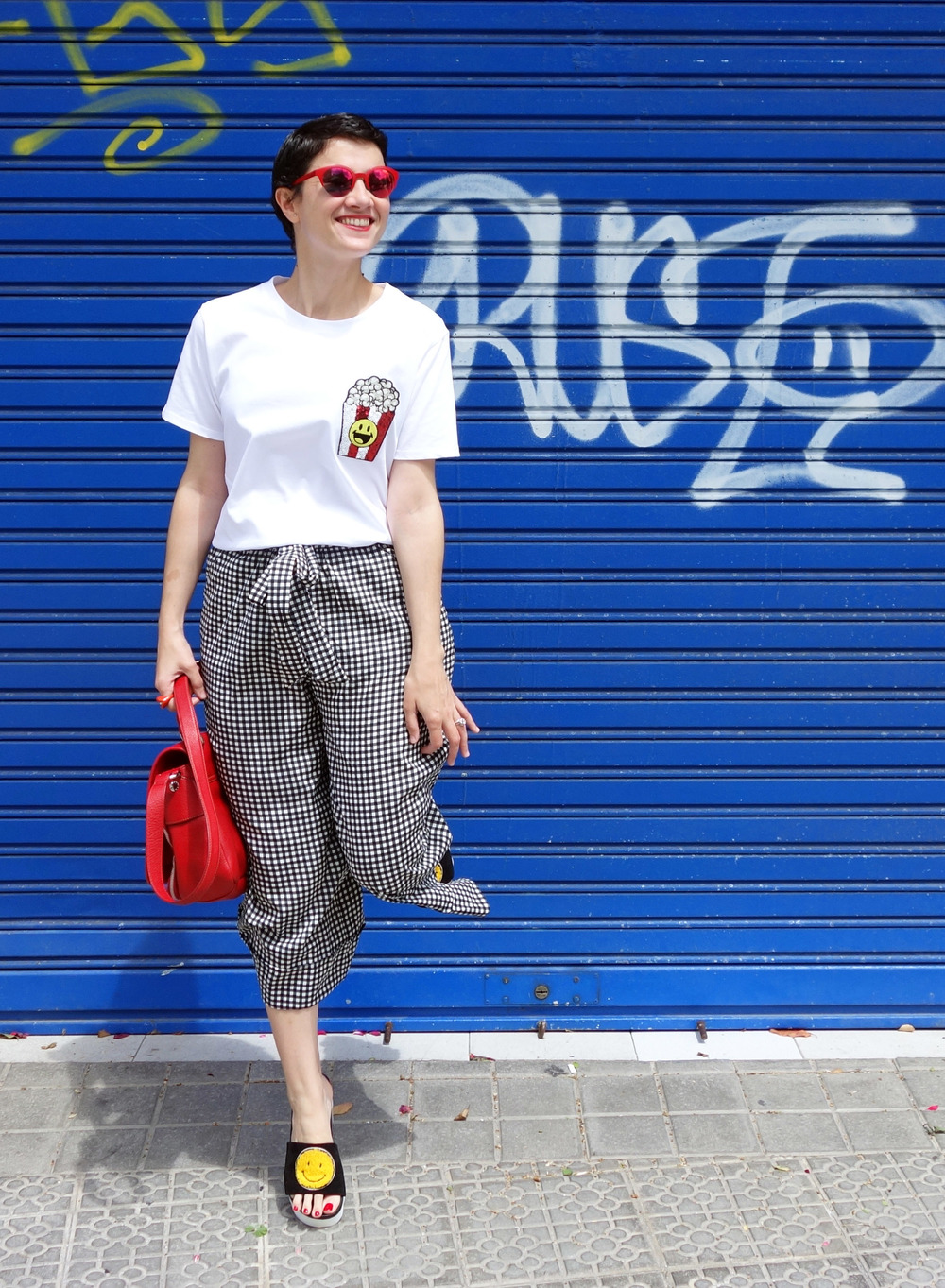 Back_To_Trendy_Smiley_Sandals_Red_Purse_Checkered_Pants_3.JPG