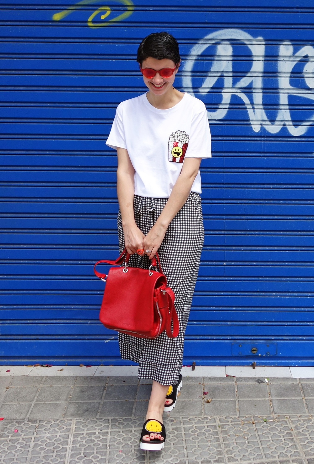 Back_To_Trendy_Smiley_Sandals_Red_Purse_Checkered_Pants_1.JPG