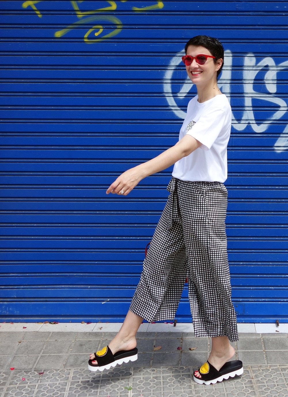 Back_To_Trendy_Smiley_Sandals_Red_Purse_Checkered_Pants_6.JPG