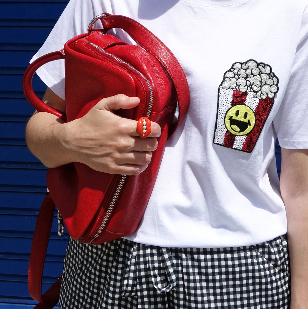 Back_To_Trendy_Smiley_Sandals_Red_Purse_Checkered_Pants_12.JPG