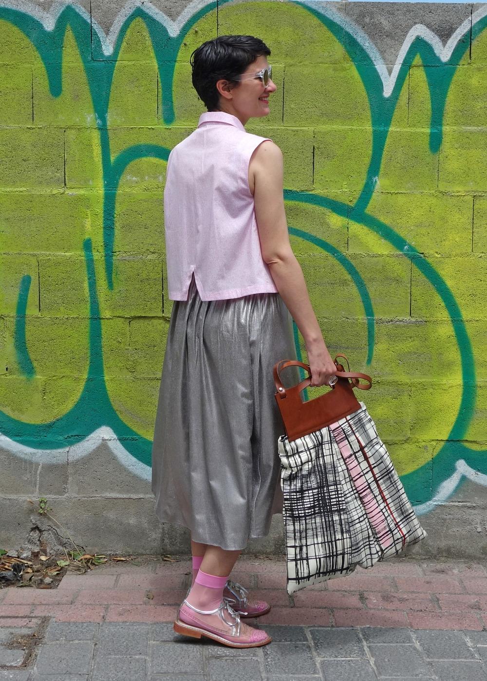 Back_To_Trendy_Airova_Shirt_Silver_Skirt_Transparent_Shoes_1.JPG