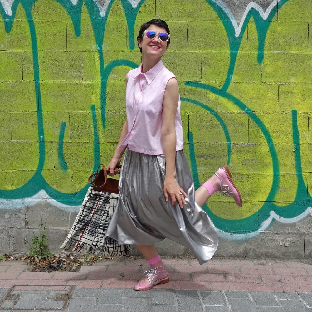 Back_To_Trendy_Airova_Shirt_Silver_Skirt_Transparent_Shoes_2.JPG