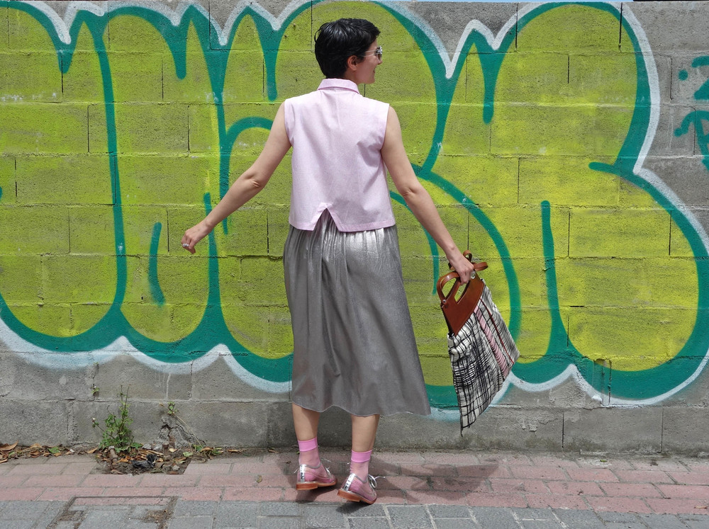 Back_To_Trendy_Airova_Shirt_Silver_Skirt_Transparent_Shoes_3.JPG