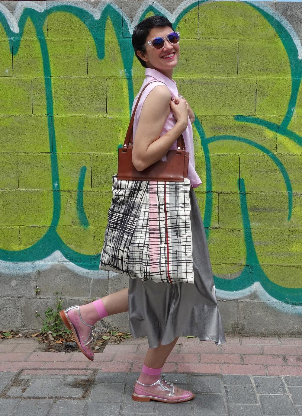 Back_To_Trendy_Airova_Shirt_Silver_Skirt_Transparent_Shoes_6.JPG