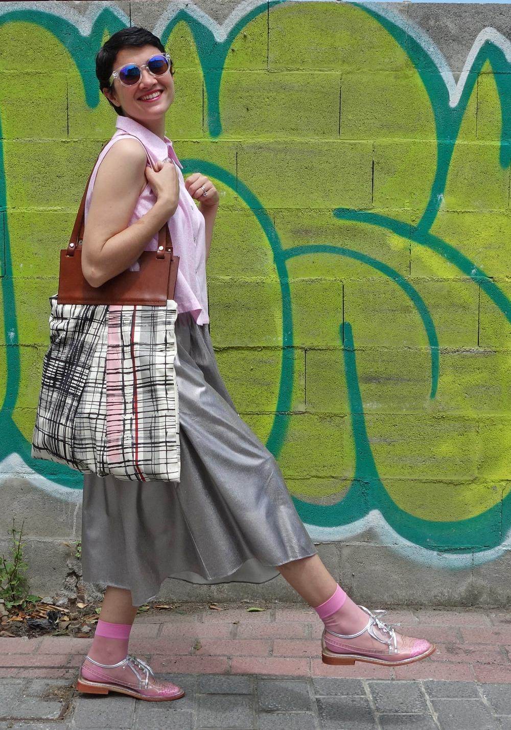 Back_To_Trendy_Airova_Shirt_Silver_Skirt_Transparent_Shoes_7.JPG
