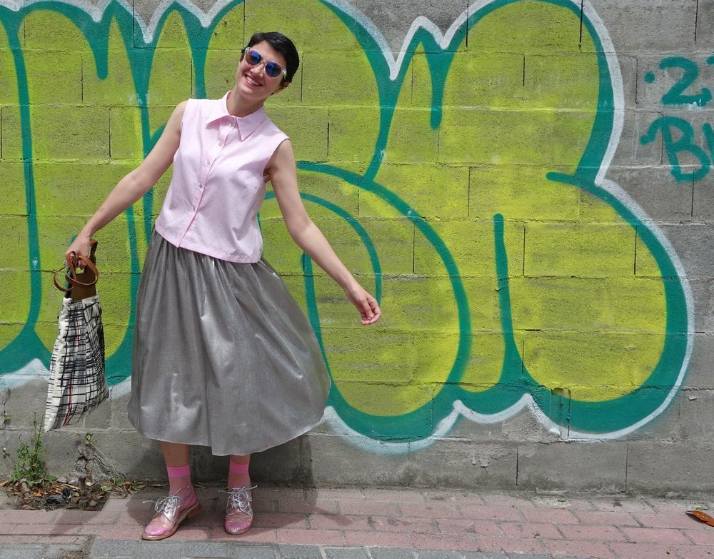 Back_To_Trendy_Airova_Shirt_Silver_Skirt_Transparent_Shoes_4.JPG