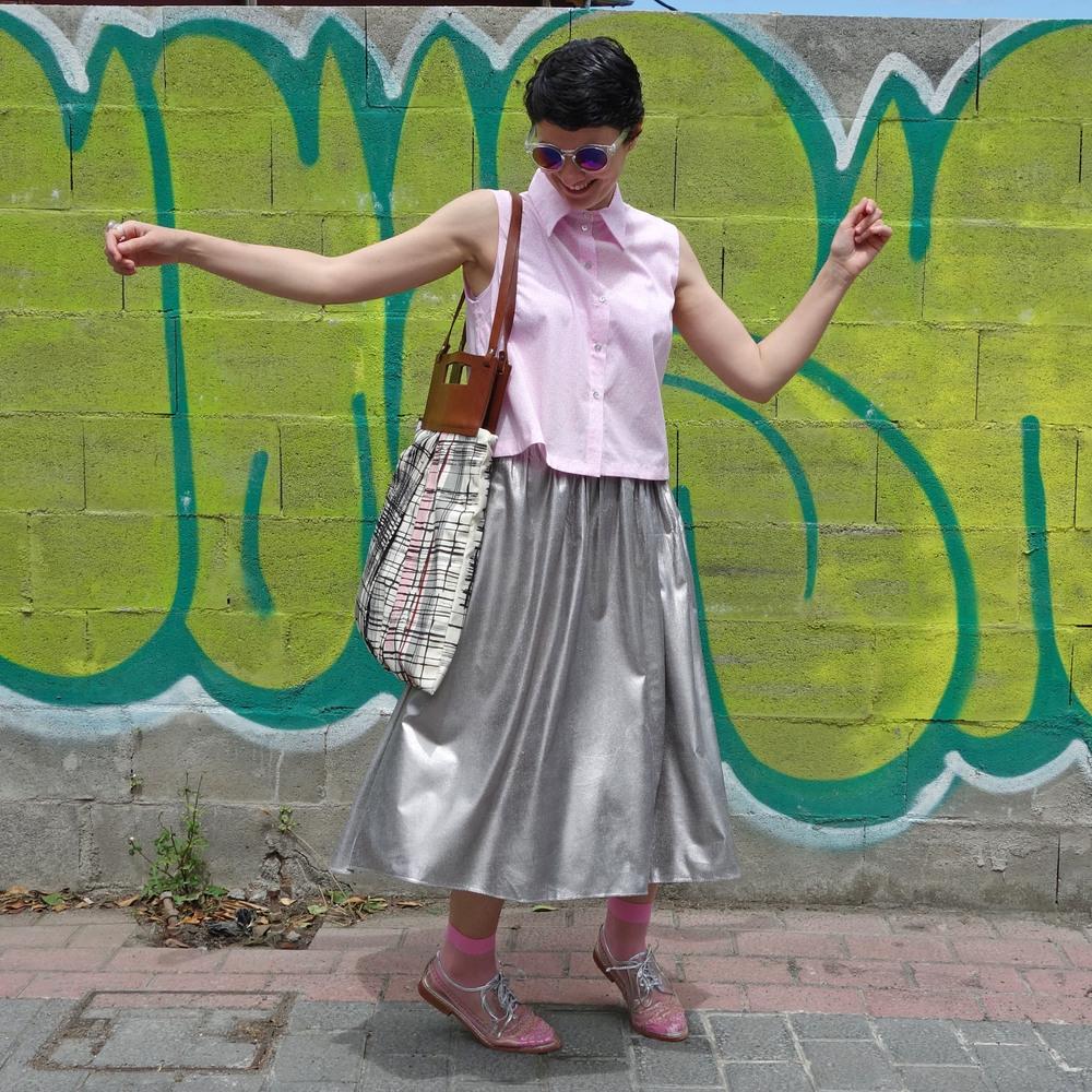 Back_To_Trendy_Airova_Shirt_Silver_Skirt_Transparent_Shoes_8.JPG