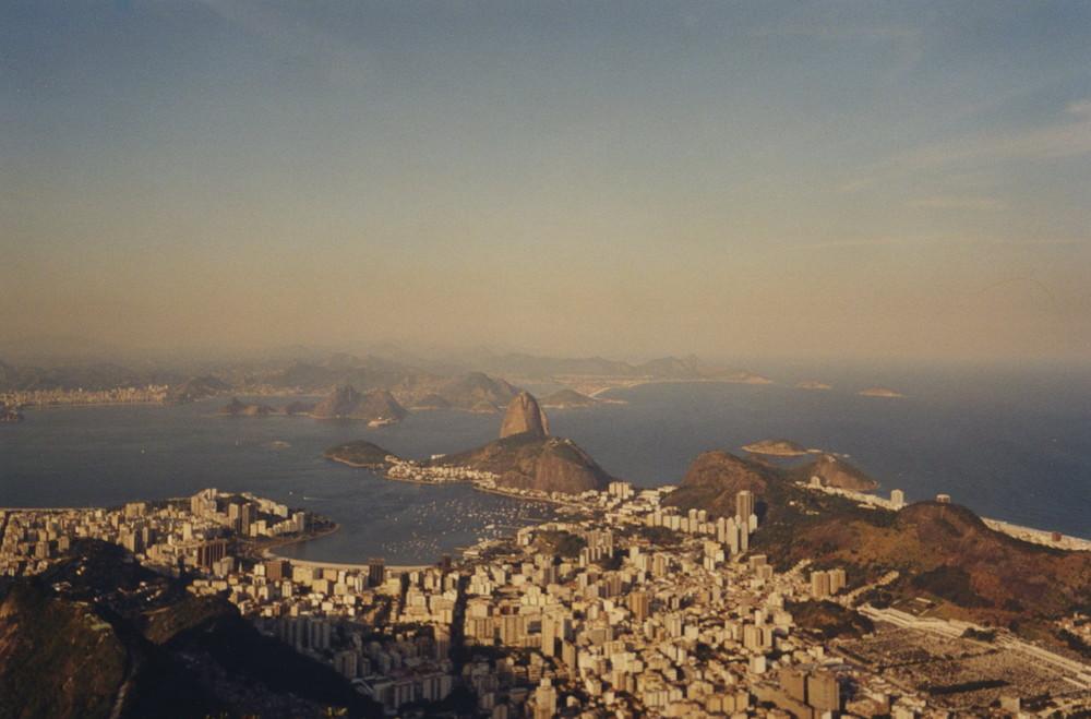 Rio de Janeiro, la baie de Guanabara et le Pain de Sucre.