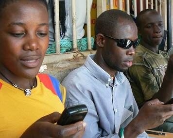 Mobile: SMS, USSD, Appels des célébrités