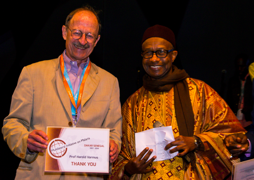 Nobel Prize winner and MIM speaker Prof. Harold Varmus accepts a certificate of appreciation from MIM2018 Organizing Committee President, Prof. Oumar Gaye.