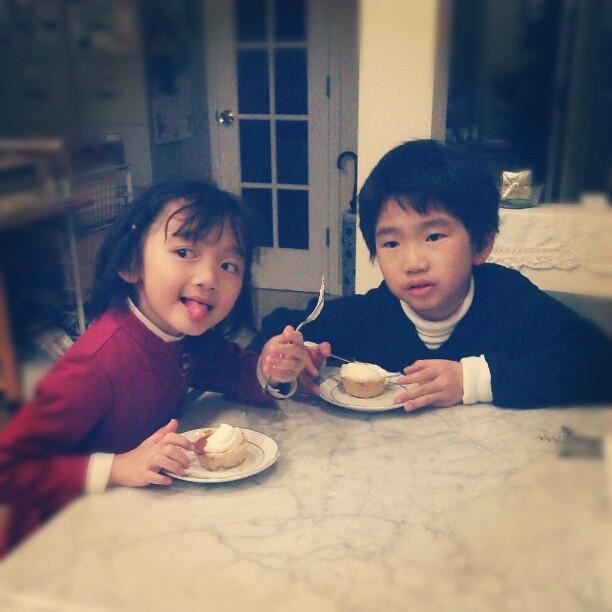 Pumpkin pie tarts with niece n nephew
