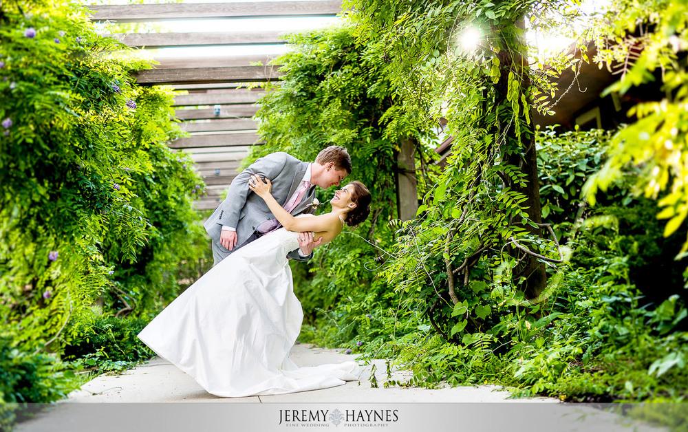 48 Indianapolis Art Center Indianapolis, IN Romantic Wedding Couple Photos.jpg