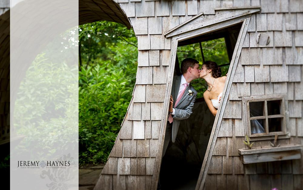 52 Indianapolis Art Center Indianapolis, IN Romantic Wedding Couple Photos.jpg