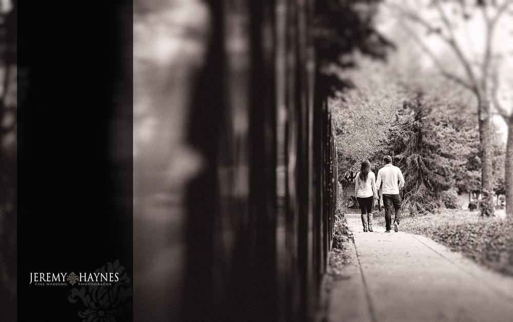 03-white-river-gardens-indianapolis-zoo-engagement-photo-ideas.jpg