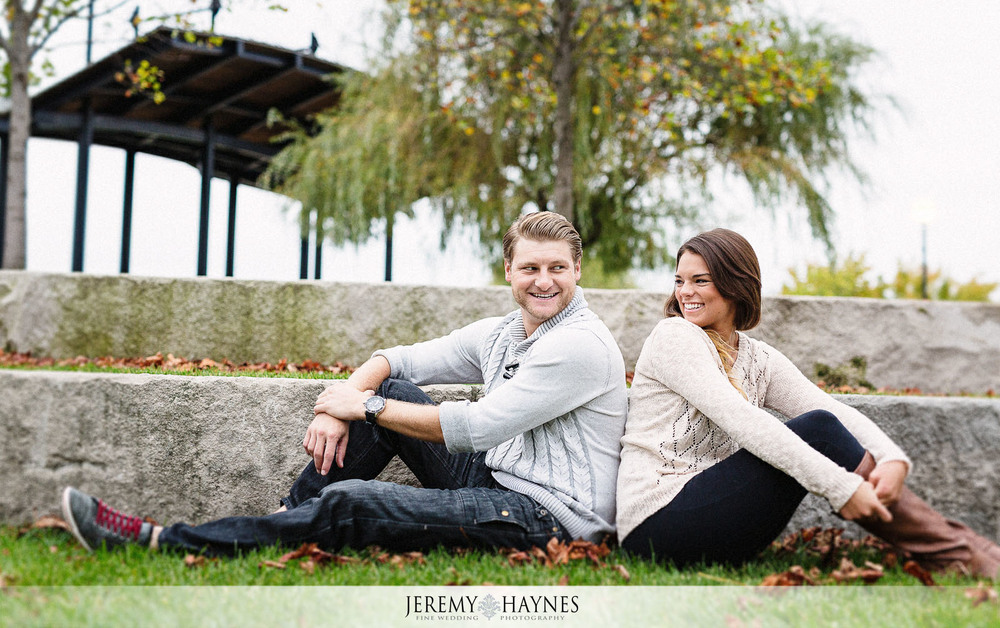 11-white-river-gardens-indianapolis-zoo-engagement-pictures-ideas.jpg
