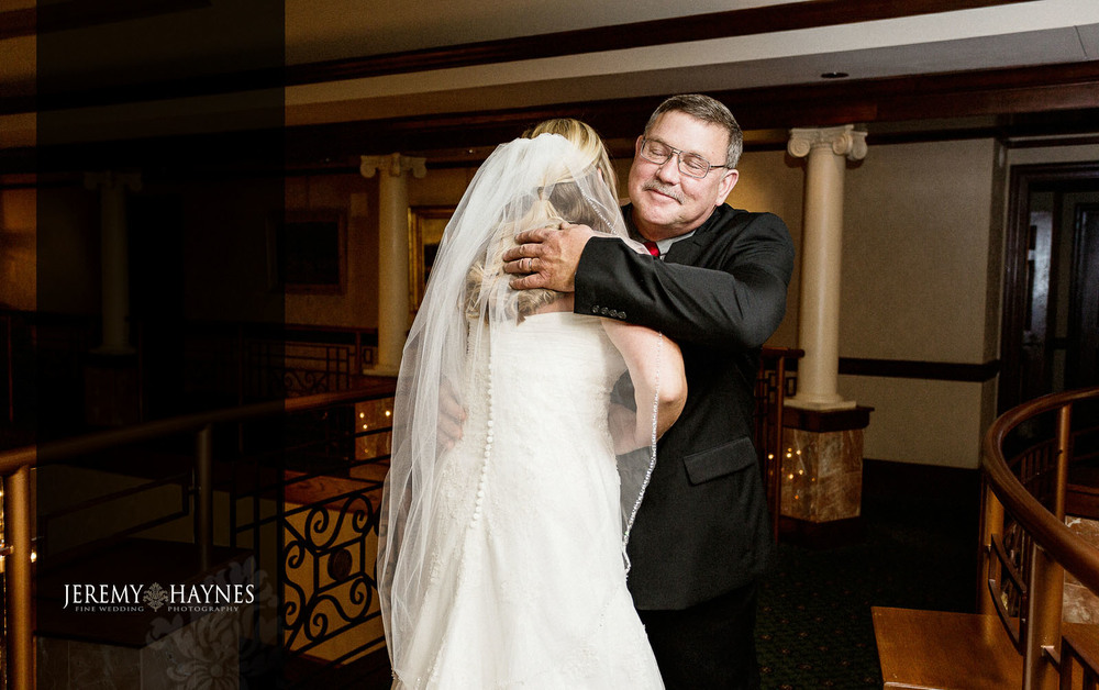 02-community-life-center-indianapolis-wedding-photography-father-daughter.jpg