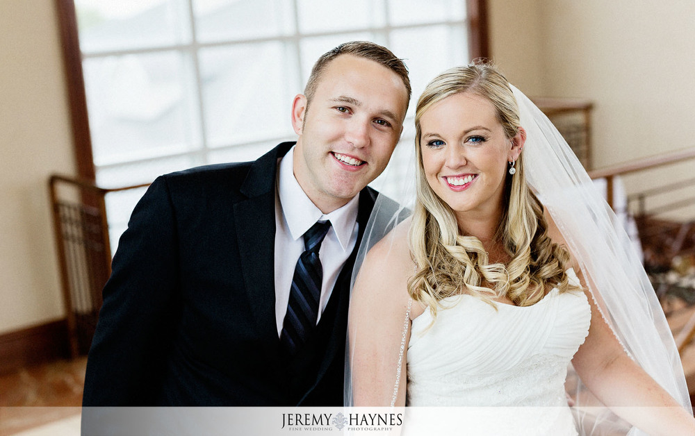 05-community-life-center-indianapolis-wedding-photography-bridal-couple-pictures.jpg