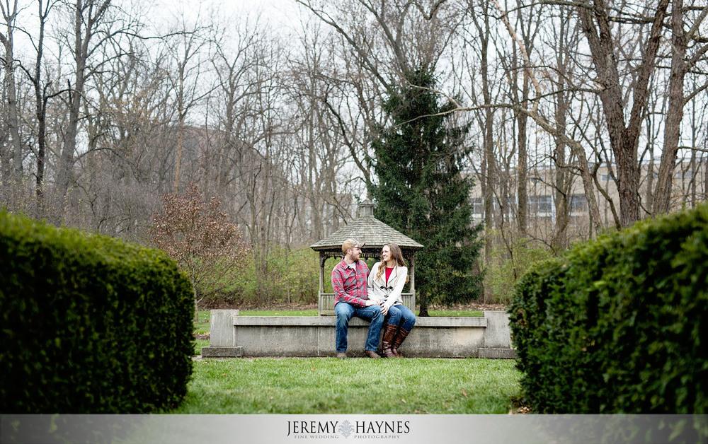 03-butler-university-holcomb-gardens-memorial-carillon-indianapolis-engagement-photographer.jpg