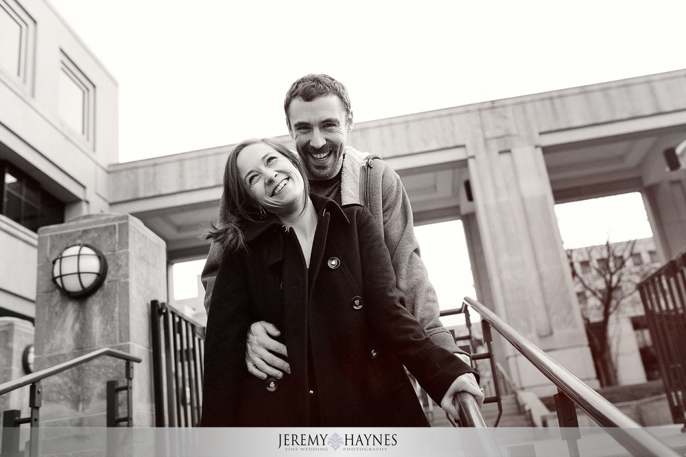 09-canal-walk-downtown-indianapolis-city-engagement-photos.jpg