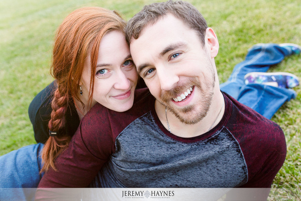 11-canal-walk-downtown-indianapolis-city-engagement-photos.jpg