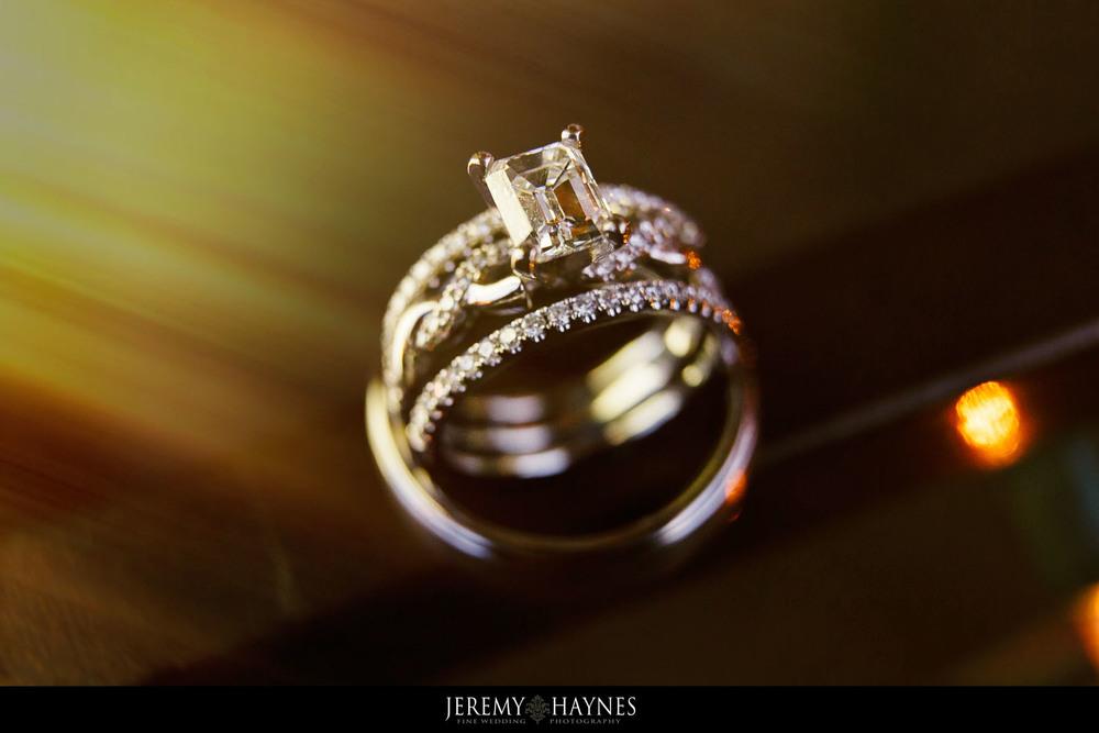 beautiful-wedding-rings-indianapolis-wedding-photographers-jeremy-haynes-photography.jpg