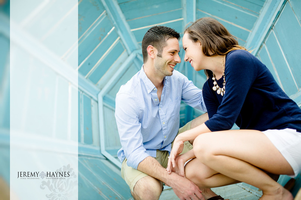 candid-indianapolis-white-river-state-park-engagement-pictures.jpg