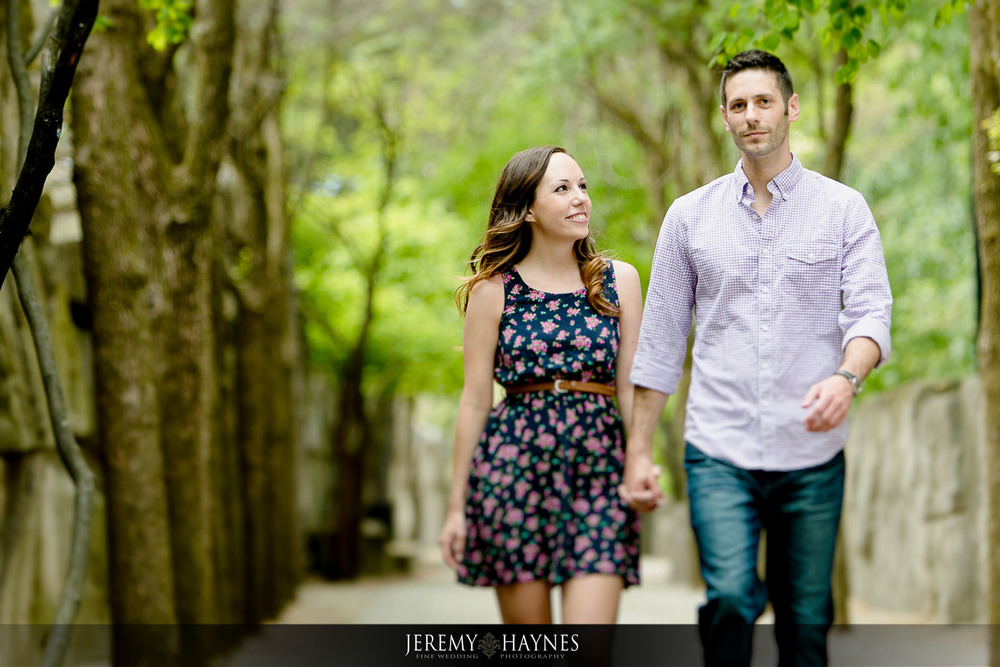 pretty-indianapolis-zoo-engagement-pictures-jeremy-haynes-photography.jpg