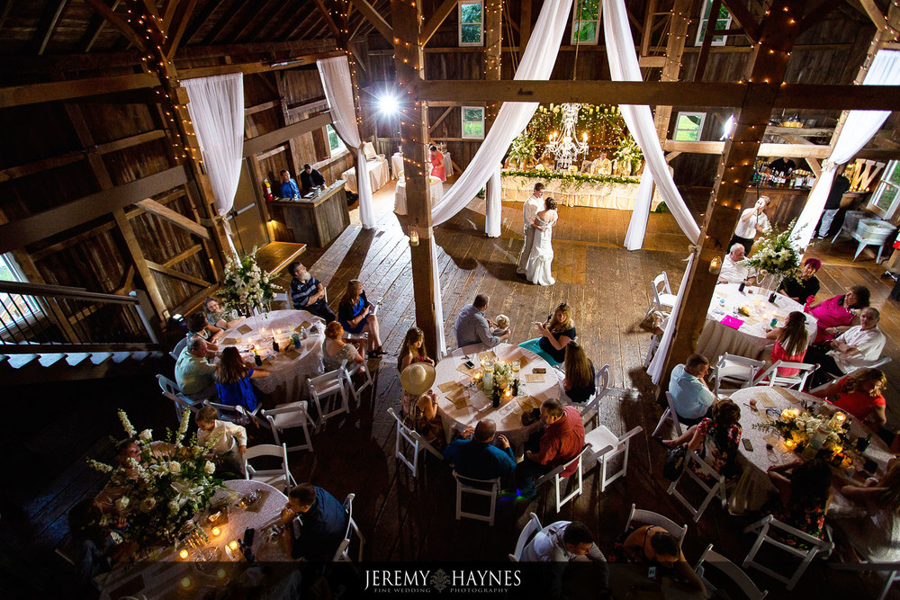 mustard-seed-gardens-barn-wedding-dance