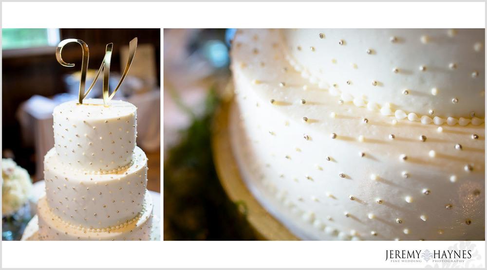 wedding-cake-photos-noblesville-photographer
