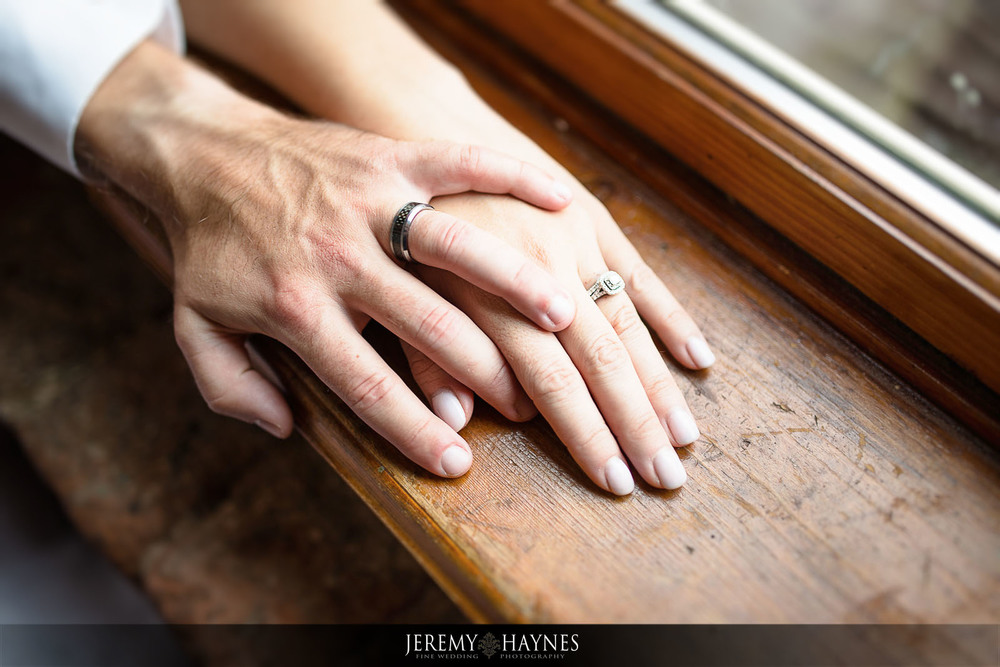 wedding-rings-pictures-mill-top