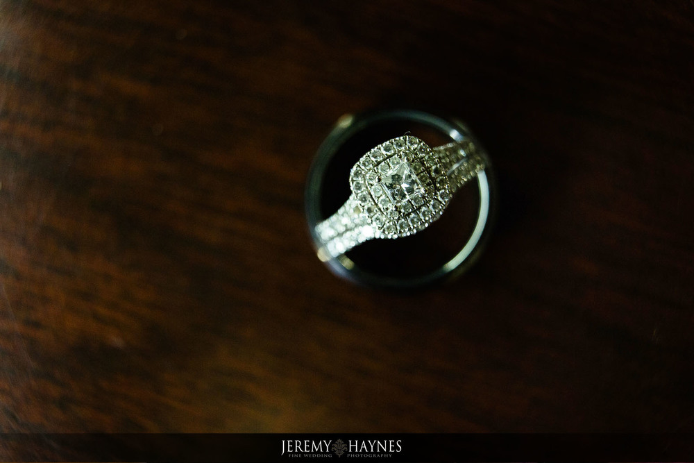 beautiful-wedding-ring-mill-top