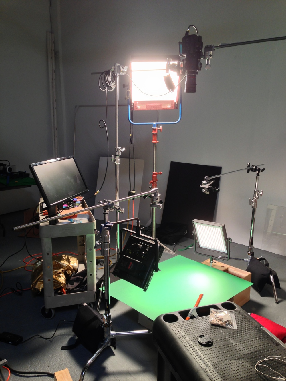 Lighting rig for hand shots
