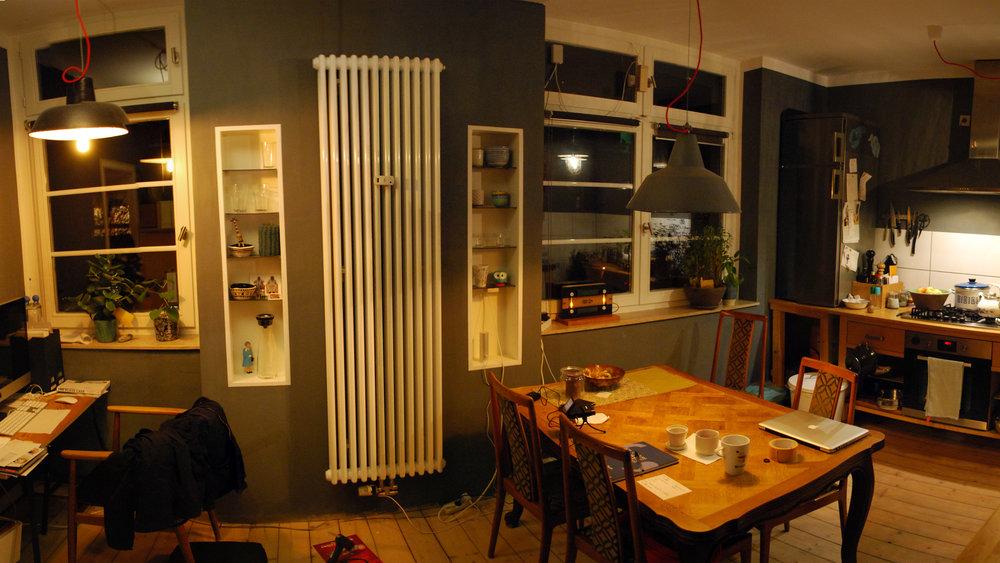 Wohnküche von T1 und T2 mit aufgestelltem Prototypen.