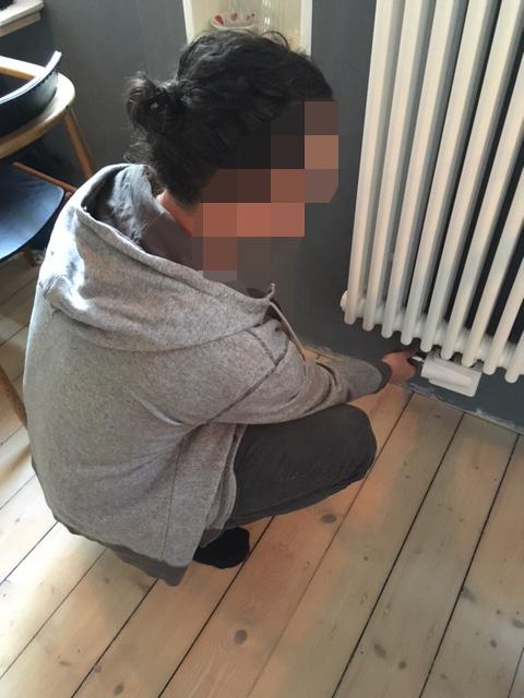 Der fröstelnde Gestalter. Wenn er in der Wohnküche sitzt, schaltet er als erste die Heizung ein.