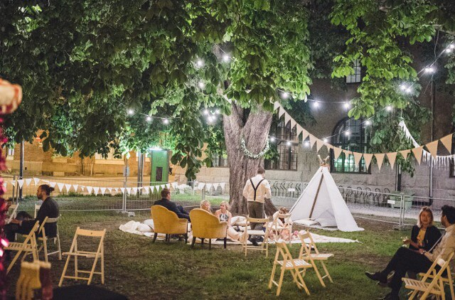 Ille koselig uteplass vi designet til bryllup i sommer 💛 @kulturkirkenjakob @simenaah @tinelini @michael_vb_events 💛 #oslobryllup #weddingsbyvakrebryllup #vakrebryllup #weddingplanner #wedding #bryllupsplanlegger #bryllup