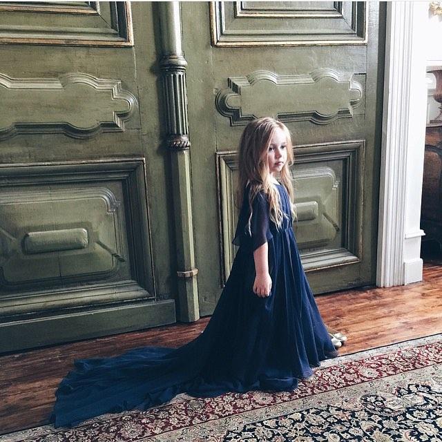 FANTASTISK, utradisjonell brudepikekjole og look på denne prinsessen 👌🏼👌🏼 repost @thedaddyfashionstylist 🙌🏼💙