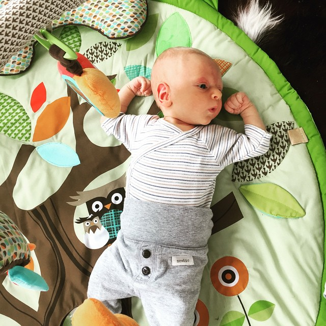 3 weeks and still impressing the ladies with his muscles