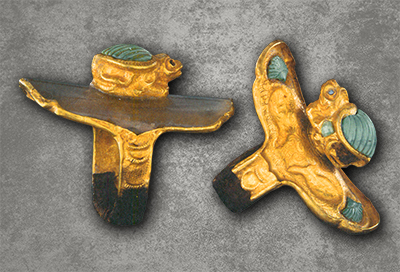 Gold rings inlaid with turquoise in the shape of toads, Liao dynasty (907–1125), gold, rock crystal and turquoise, unearthed from Tuerji Mountain Tomb, Inner Mongolia, 2003, collection of Inner Mongolia Archaeological Research Institute.