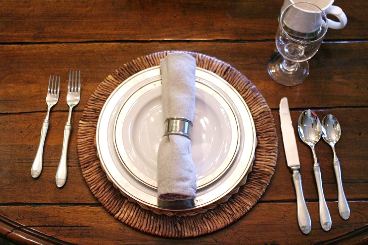 Match Pewter Convivio with Libeco Napoli Vintage Napkin in Pewter napkin ring