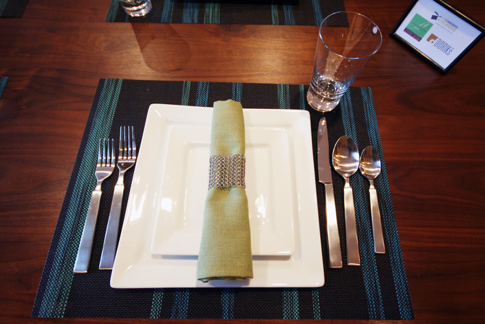 Pillivuyt Quartet plates with Libeco Home Polylin napkin in Grass Green