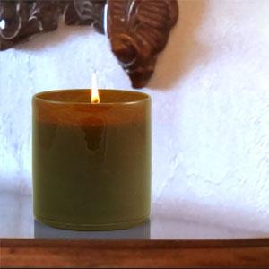 amber-vanilla-black-candle