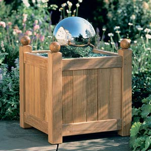 Barlow Tyrie Caisse Versailles Planter