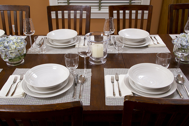Weekly Table Setting: A Vision In White