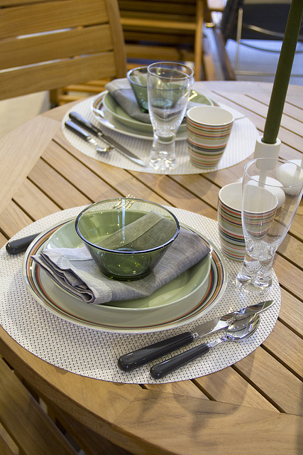 Weekly Table Setting: new green iittala dinnerware