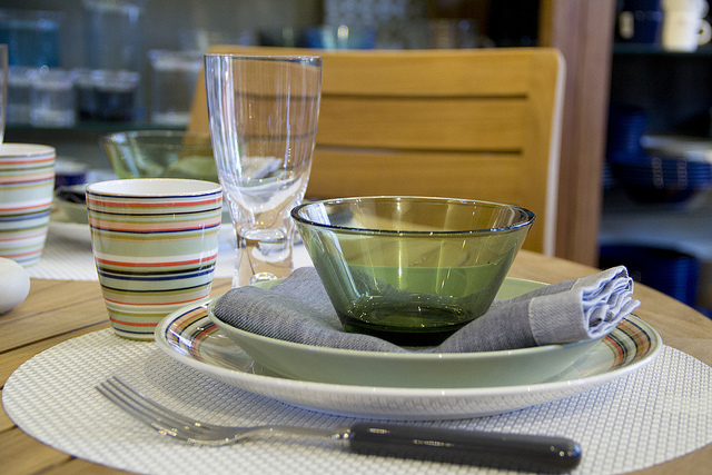 Weekly Table Setting: New iittala Dinnerware and Sabre Flatware