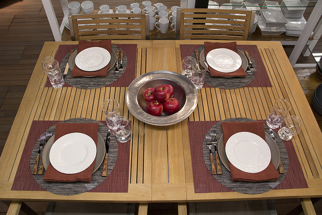 Weekly Table Setting: The Return of the Apple