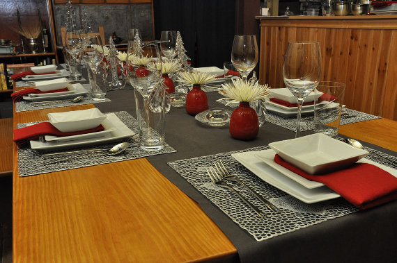 A Holiday Table Setting Round Up Didriks