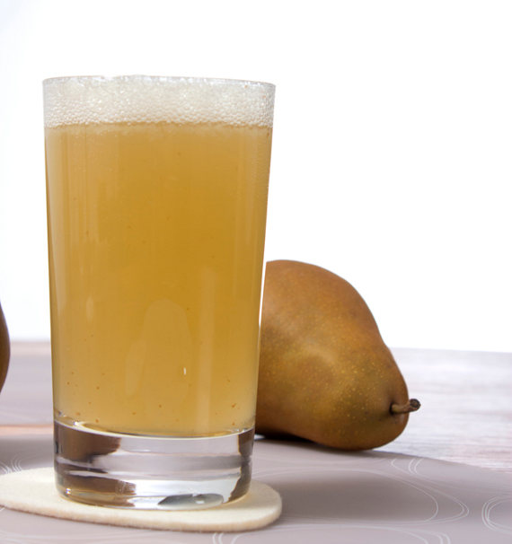 whiskey pear smash in a schott zwiesel basic bar allaround glass