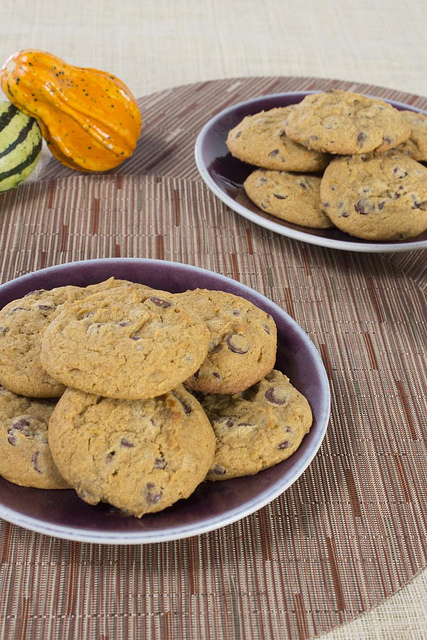 Pumpkin Chocolate Chip Cookies on Jars Ceramics and Chilewich